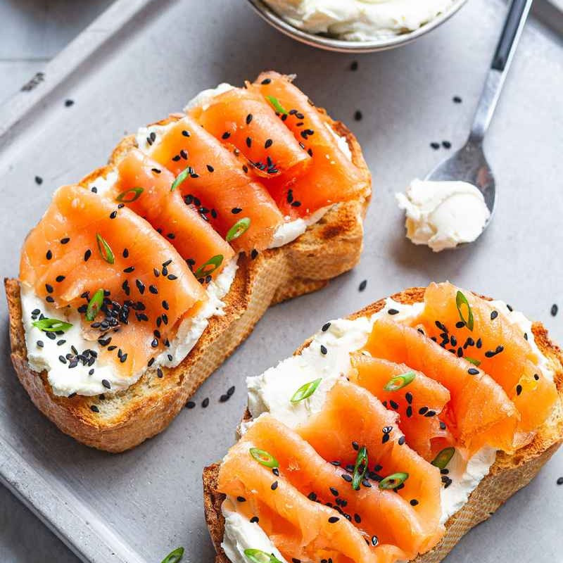 smoked salmon cream cheese toast breakfast for weight loss at 250 calories