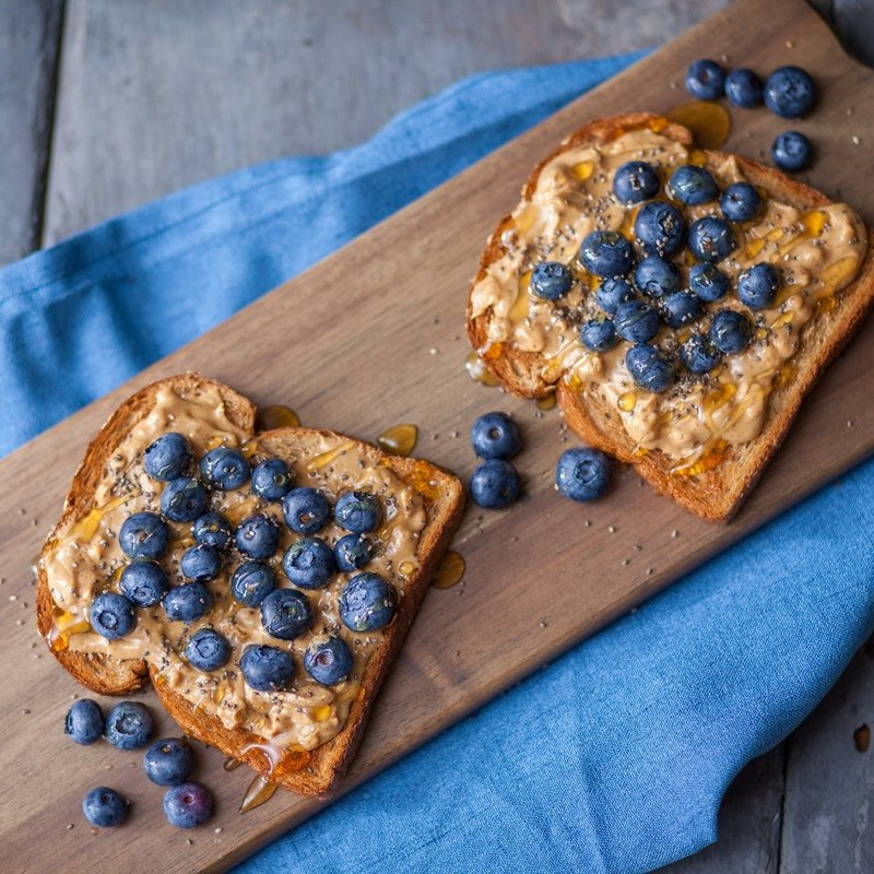 blueberries almond butter toast for weight loss at 250 calories
