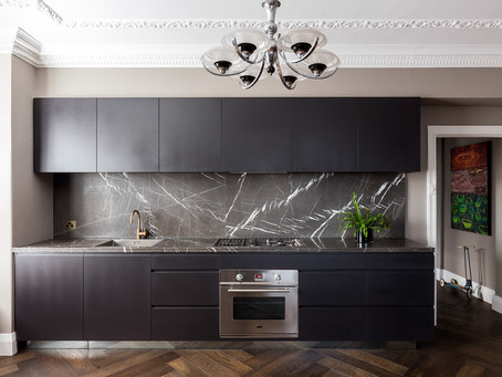 """How Black Became the """"It"""" Kitchen Color"""