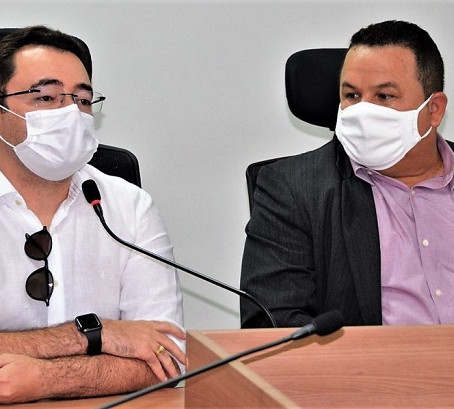 SECRETÁRIO FABRÍCIO SE EMOCIONA AO LEMBRAR DA LUTA E DAS 1.401 VIDAS SALVAS DA COVID