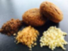 Spéculoos tendre aux amandes. Fabrication artisanale par la Biscuiterie Antoine à Liège. Le véritable spéculoos avec le vrai goût des amandes le tout dans un biscuits Moelleux. La biscuiterie Antoine est à la fois vendeur au détails mais également grossiste en biscuits artisanaux (Spéculoos - Cookies chocolat - Cookies Caramel Beurre Salé - Rochers Noix de Coco). La biscuiterie Antoine vend également ses pâtes crues prête à l'emploie comme les rochers noix de coco - Spéculoos tendres et Cookies au Chocolat.
