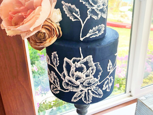 Autumn navy cake with delicate handpiped details