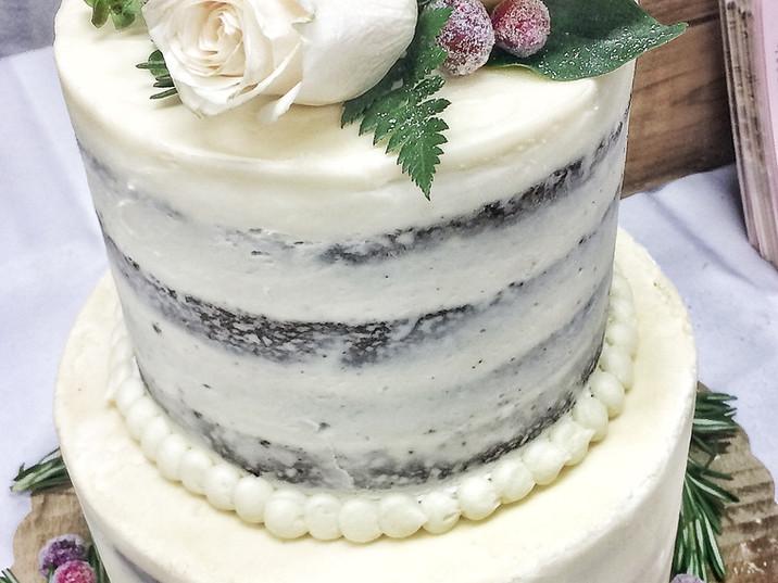 Naked winter cake