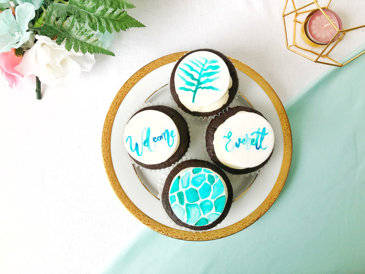 Handpainted details for cupcakes