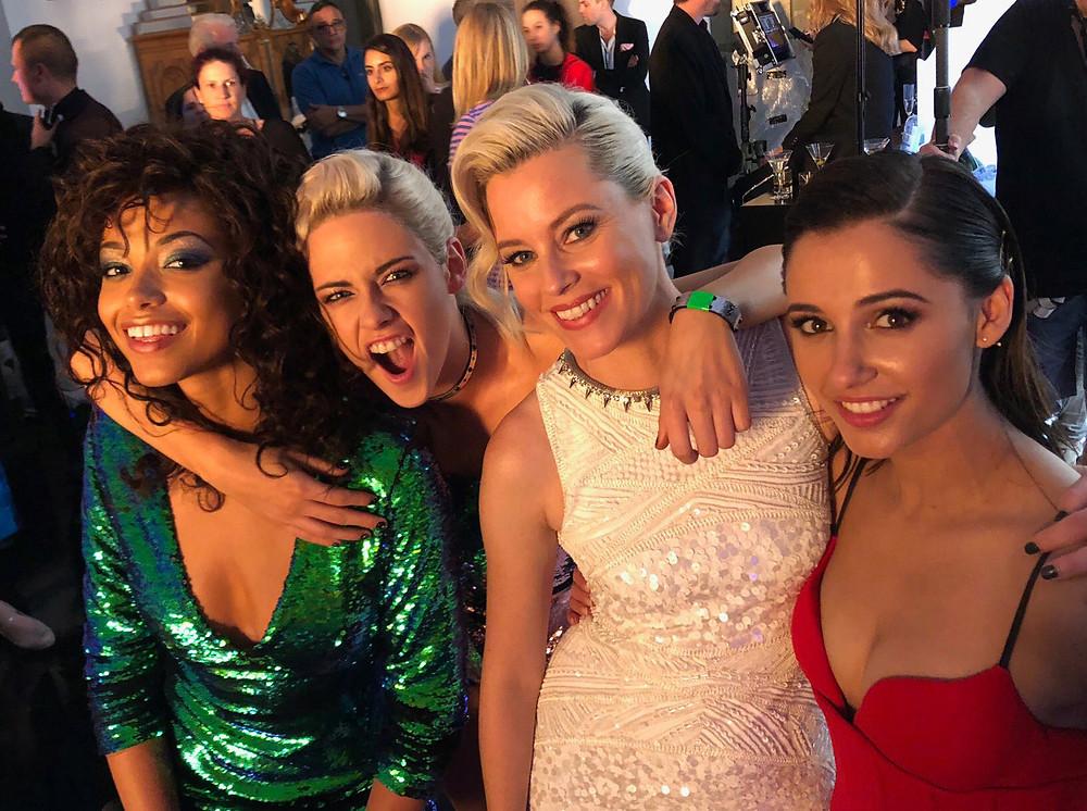 Ella Balinska, Kristen Stewart, Elizabeth Banks e Naomi Scott