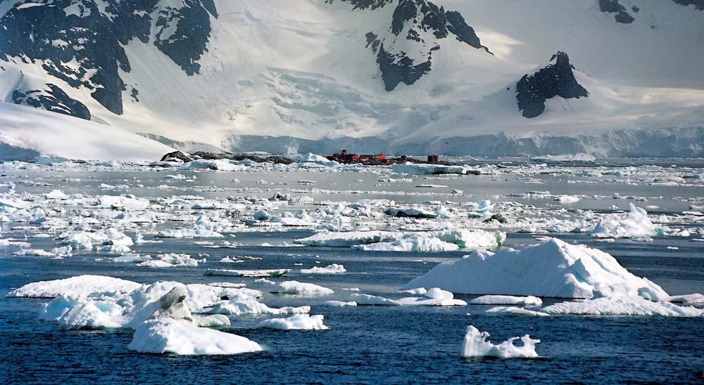 new_antarctica_a51_20131003_071036.jpg