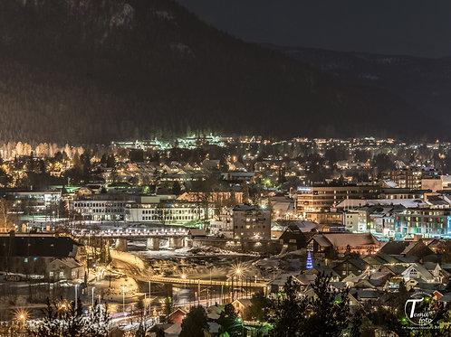 Kongsberg by om natten