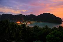 phi phi island night
