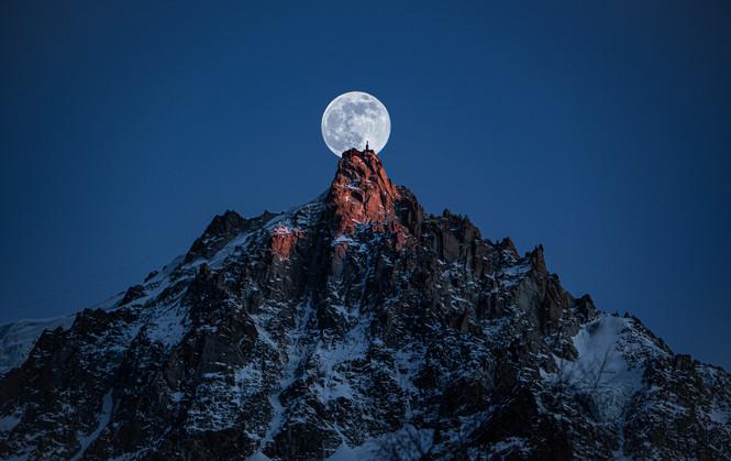 Aiguille du midi pleine lune