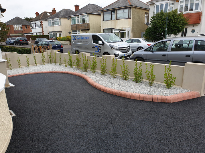 tarmac-and-red-brick-driveway