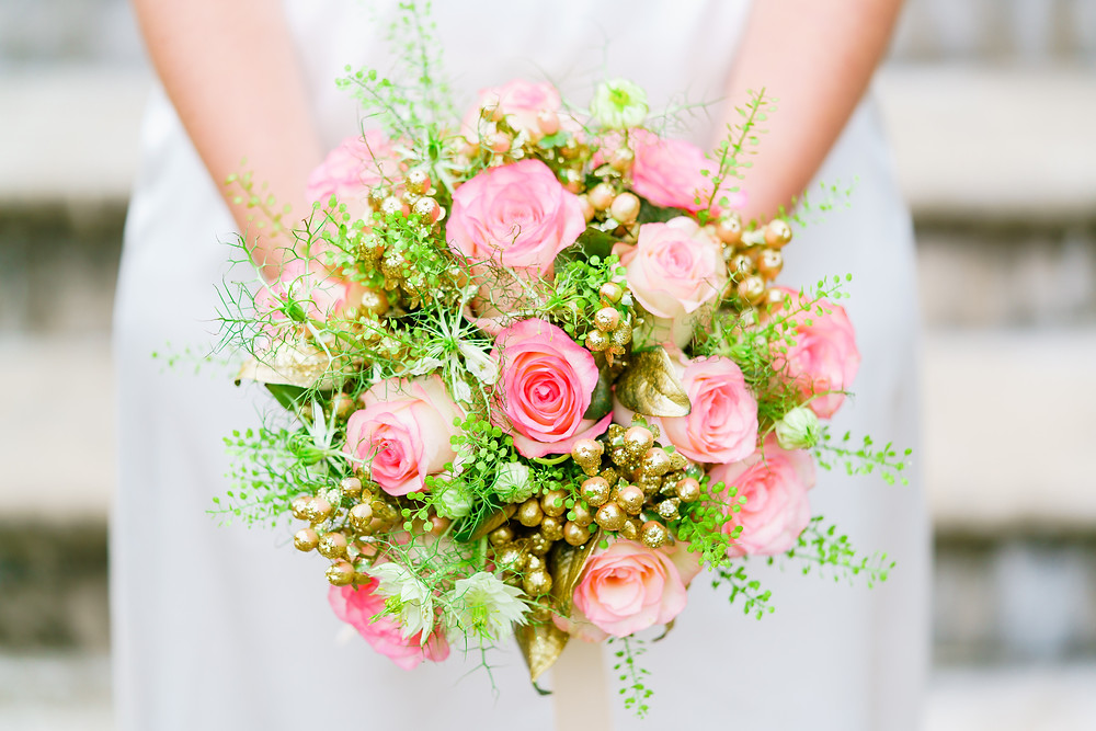 Soft pink roses with gold