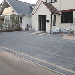 herringbone-pattern-block-paved-driveway-castlemain