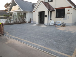 herringbone-pattern-block-paved-driveway-castlemain