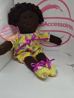 Boneca negra (com vestimenta amarela estampadinha)