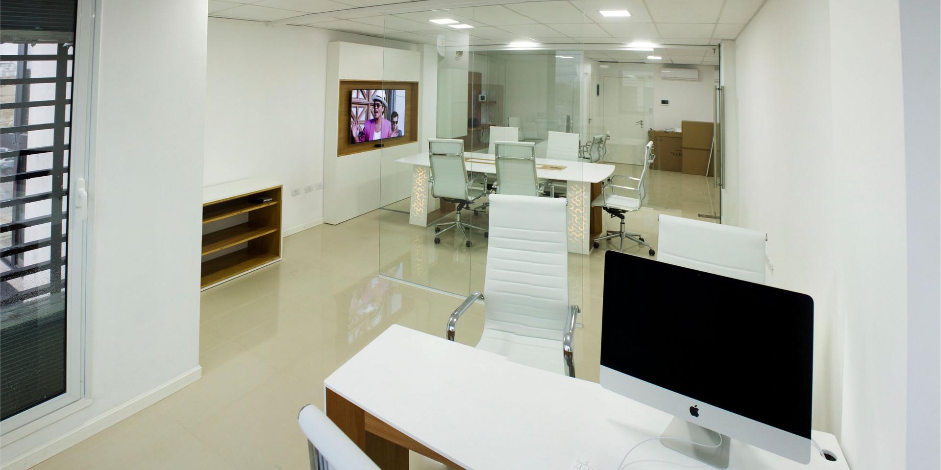 Oficinas En Superficie Solida y Madera Enchapada