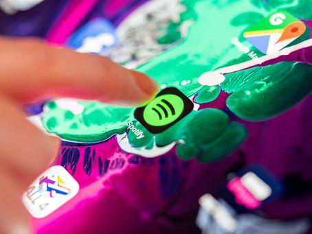 Spotify nemusíš len počúvať, môžeš doňho aj investovať a slušne zarábať!