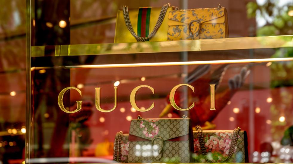 Investícia nielen pre ženy? Akcie Gucci, či Balenciaga môžu byť aj tvoje!