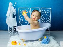 O delicioso banho do Theo!