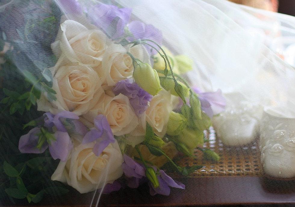Wedding-Bouquet-With-Veil.jpg
