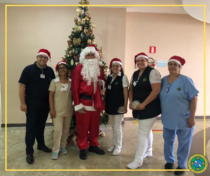 Papai Noel leva alegria para pacientes e funcionários da Bene Rio Preto