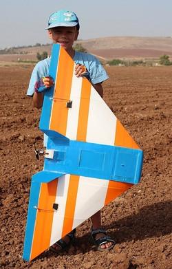 יונתן הקטן עם טיסן כנף מעופפת פוגי