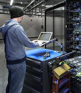 Facebook-data-center-hardware.jpg