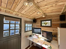 Inside a Pine Tree Hut - Shepherd Hut - Office