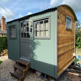 Pine Tree Hut - Shepherd Hut