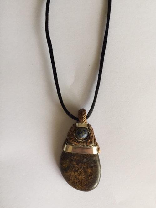 Colgante piedra Ammonite y cuarzo