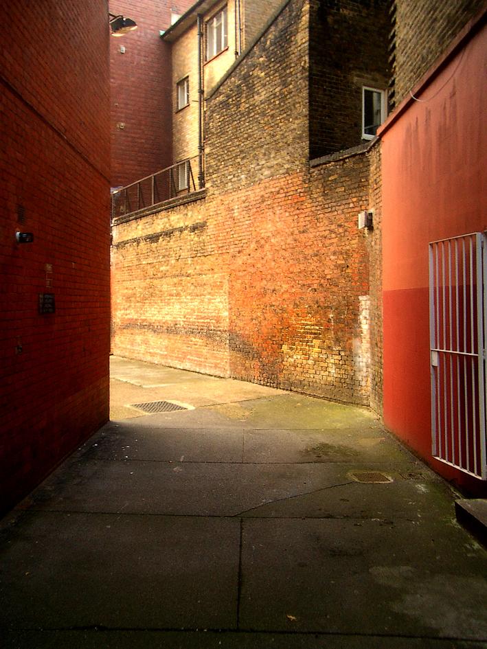 london alley_w.jpg