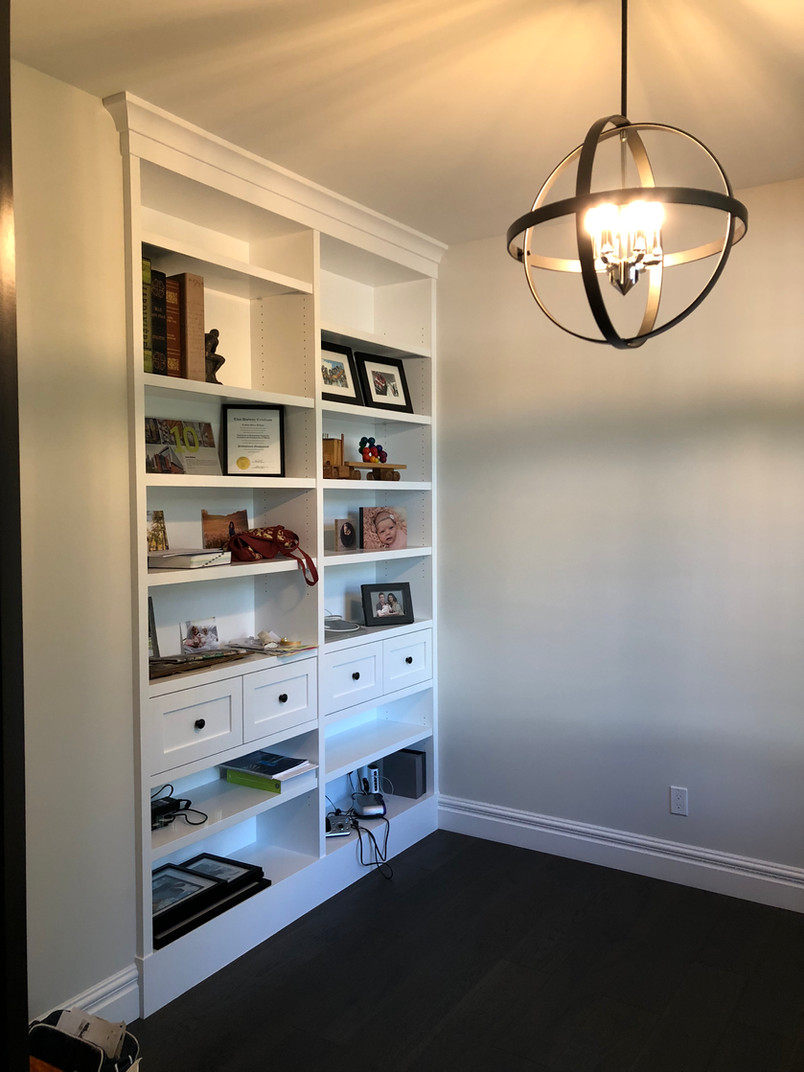 BOOKCASE BUILT IN