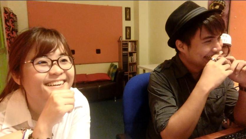 到底(左)May老师和(右)Andy老师笑什么笑得那么开心呢?
