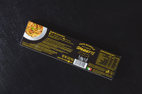Other side with recipe spaghetti of packaging of pasta Papa Scapolo by ZBS BRANDS.