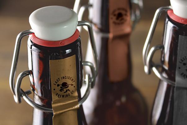 Логотип Last Incident Brewing Company на бутылке от ЗБС БРЭНДС.