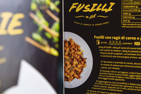 Other side with recipe fusilli of packaging of pasta Papa Scapolo by ZBS BRANDS.