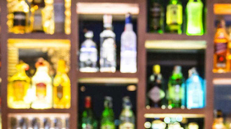 Garrafas de bebidas alcoólicas.