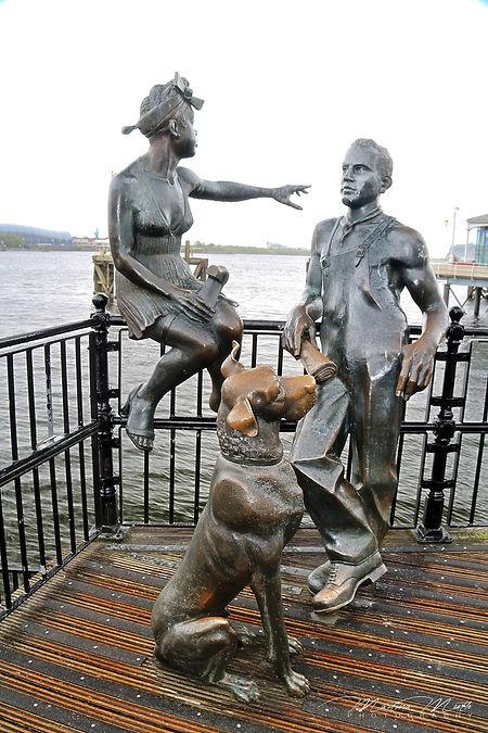 """People Like Us"" am Mermaid Quayin Cardiff"