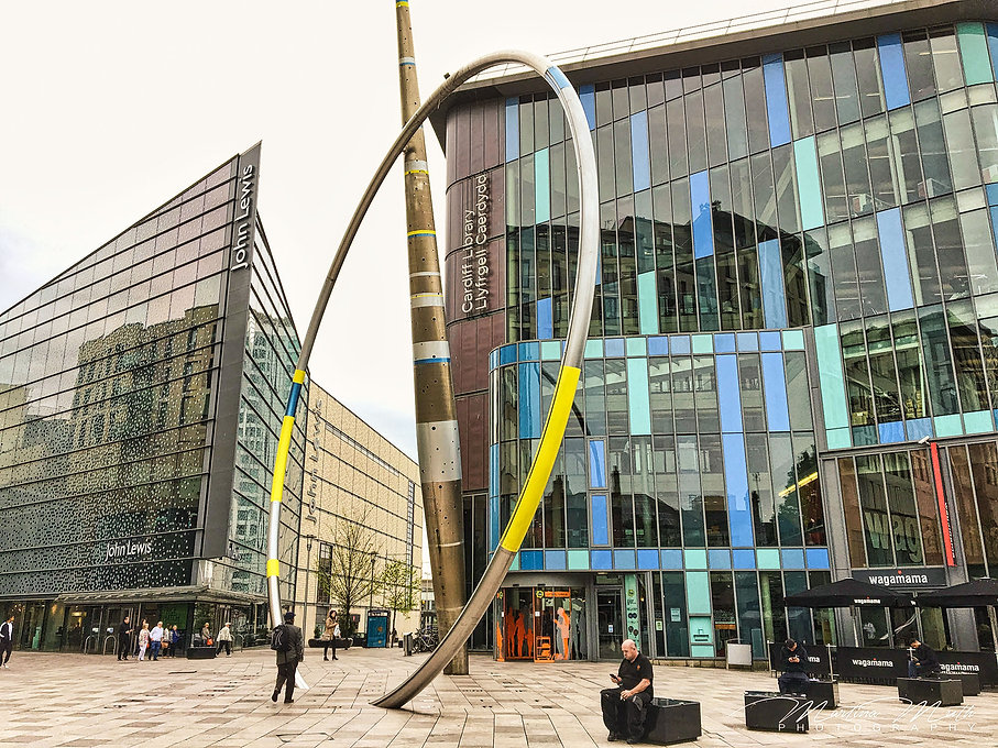 Hayers Place mit derCardiff Central Library