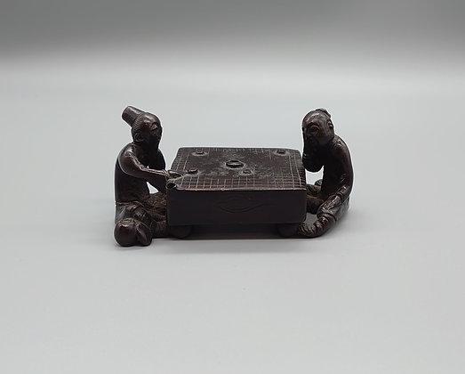 古銅碁打人物水滴