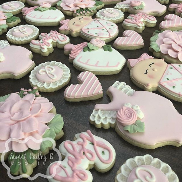 Sweetest little baby shower set! Give me