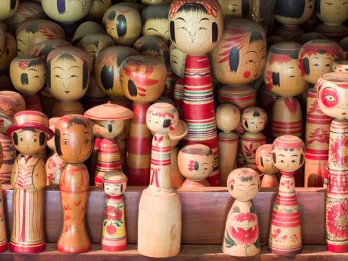 בובות kokeshi