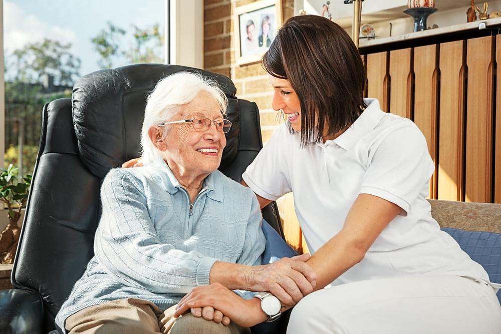 Доглядальниці для людей похилого віку, які не можуть самі про себе подбати