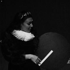 Isabel La española inglesa con disco.jpg