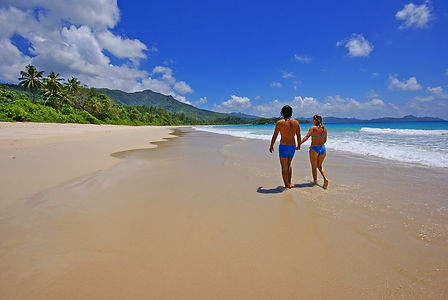 Seychelles beach and couple, photo by Roland Henrion