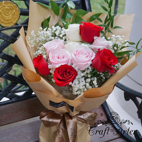 10 roses in 3 tone colors bouquet