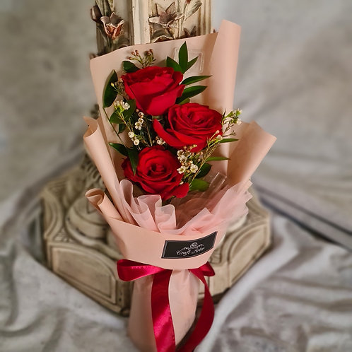 xs bouquet with 3 roses