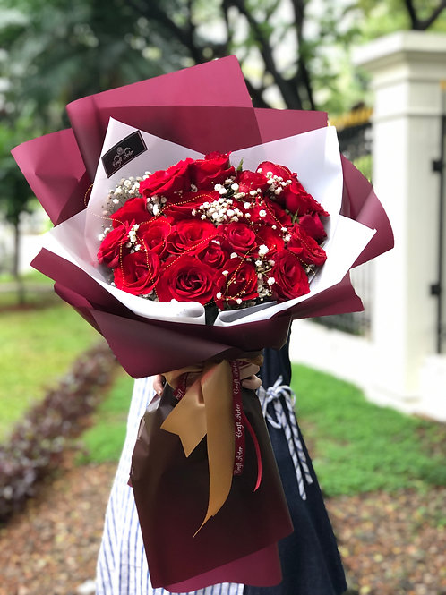 25 classic red roses in marroon