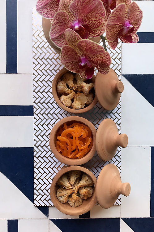 3 clay pots on a tray - Filo Parcels