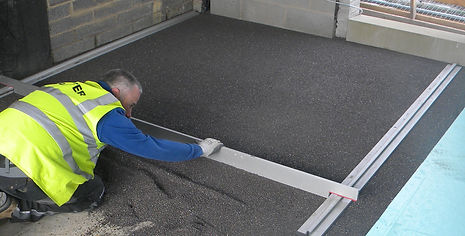 Levelling dry levelin sate with a straight bar