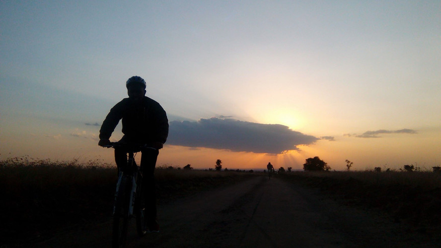 Mountain-bike-zonsondergang-afrika.jpg